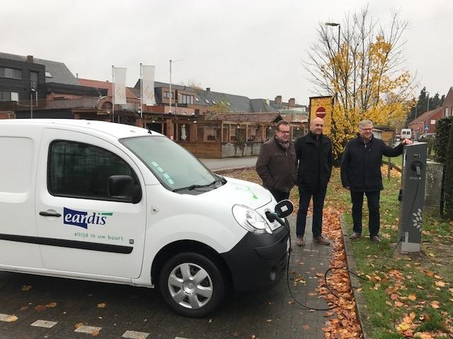 Lille En Eandis Nemen De Eerste Publieke Laadpaal Voor Elektrische