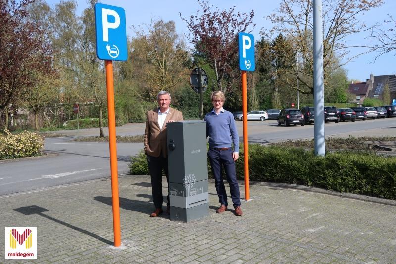 Publieke Laadpaal Voor Elektrische Wagens In Gebruik Made In